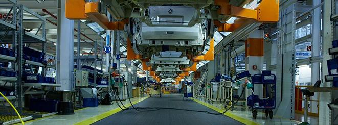 Ứng dụng của băng tải xích nhựa và băng tải modular trong ngành lắp ráp ô tô